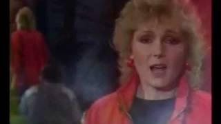 Toto je československá singlová hitparáda roku 1983.Sledujete pořadí na 30. - 21.místě.