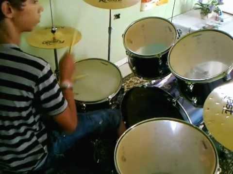 gabriel tocando bateria em lupionópolis