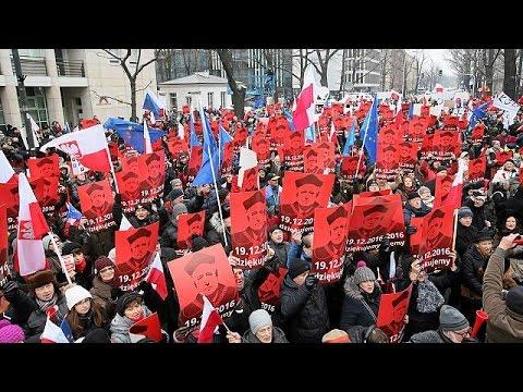 Πολωνία: Στους δρόμους η αντιπολίτευση