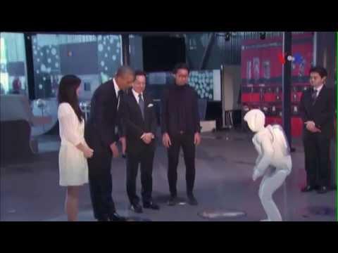 Xem Tổng thống Obama đá banh với robot
