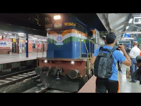 11003 Tutari Express Entering Dadar Railway Station : Indian Railways