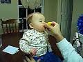 طفل ياكل المون - طفل مضحك