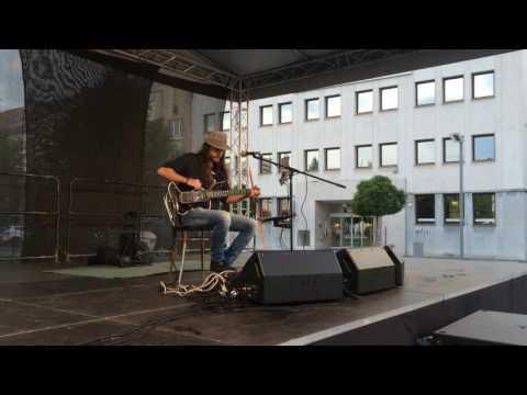 Geniálny gitarista Peter Luha zahral nadčasové hity