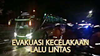 Video RESCUE1 : EVAKUASI LAKALANTAS JL. JOYOBOYO MP3, 3GP, MP4, WEBM, AVI, FLV Desember 2018