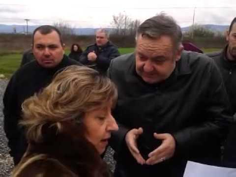 Με παρατράγουδα η κατάθεση στεφάνων για το Ύψωμα 731 (видео)