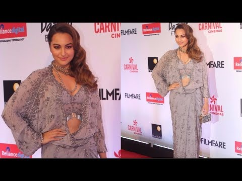 Sonakshi Sinha Attends Red Carpet Of Filmfare Glamour & Style Awards