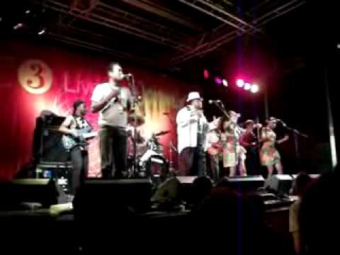 Kanda Bongo Man (WOMAD July 2010) 2_flv