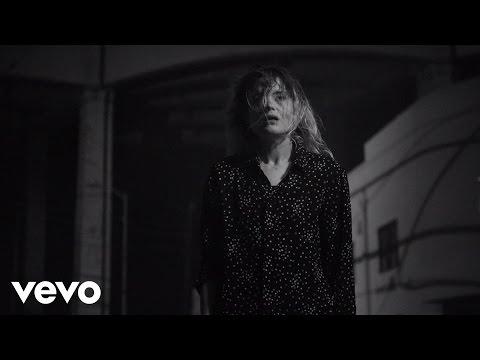 Tekst piosenki The Dead Weather - I Feel Love (Every Million Miles) po polsku