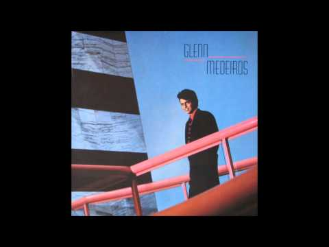 Tekst piosenki Glenn Medeiros - Knockin' At Your Door po polsku