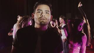 Juan Caly - Ella Baila Reggaeton (Video Oficial)