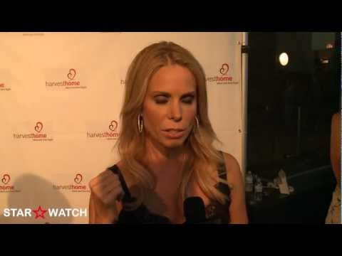 Cheryl Hines red carpet interview at