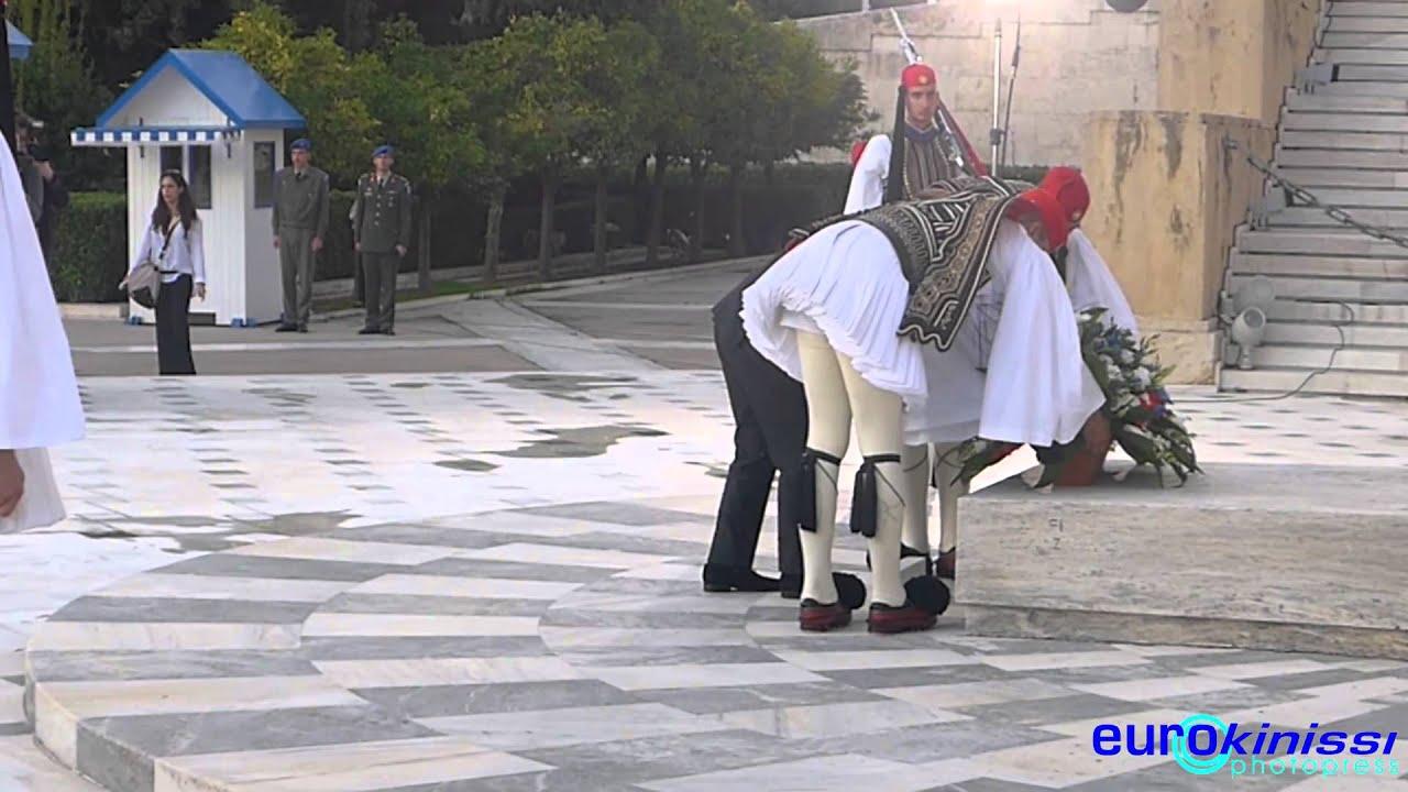 Ο Φρανσουά Ολάντ στο Μνημείο του Άγνωστου Στρατιώτη