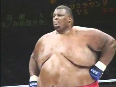 MMA比賽中76kg選手挑戰「273kg選手」…當全世界都以為巨無霸將輕鬆獲勝時,結果出乎以料!
