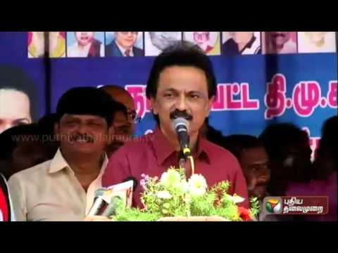 Prachara-Medai-DMK-treasurer-Stalin-amusing-the-audience-singing-and-reciting-proverbs-on-stage