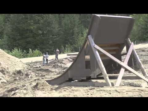 Building MTB slopestyle course at Whistler - Red Bull Joyride 2014 (видео)