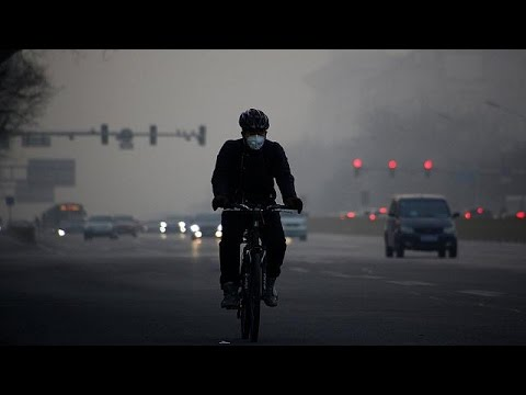 Σε «πορτοκαλί συναγερμό» λόγω νέφους το Πεκίνο
