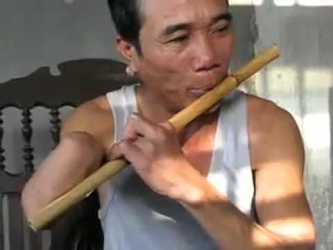 Thật sự xúc động và khâm phục khi nghe chú thổi sáo !