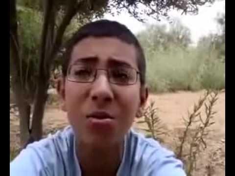 طفل مغربي يجود القران بصوت جميل