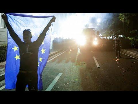 Albanien: Neuer Gewaltausbruch bei Massendemonstration  ...