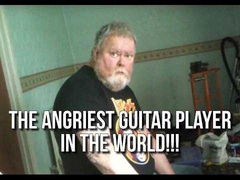video que muestra a un guitarrista enfadandose cuando toca la guitarra