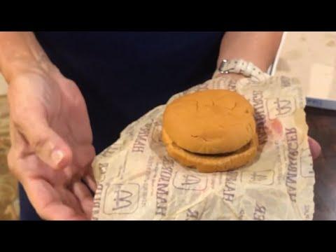 مقاطع فيديو ماذا يحدث لوجبة ماكدونالدز بعد 24 عاما؟ فيديو يكشف المفاجأة