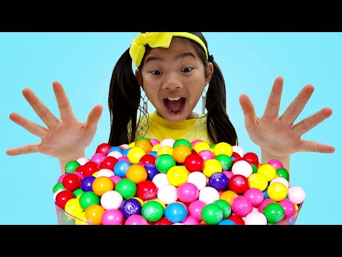 Emma Pretend Play with Colorful Gumball Machine and Sweets Candy Toys for Kids