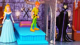 Video Maleficent vs Peter Pan ! Toys and Dolls Fun for Kids Playing with Lights Castle | SWTAD MP3, 3GP, MP4, WEBM, AVI, FLV Oktober 2018