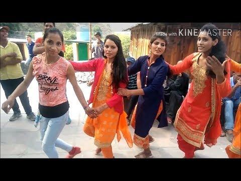 Video जौनसारी लड़कियों का ऐसा सुन्दर डांस नहीं देखा होगा। Awesome pahari dance। Jonsari nati seema saliye download in MP3, 3GP, MP4, WEBM, AVI, FLV January 2017