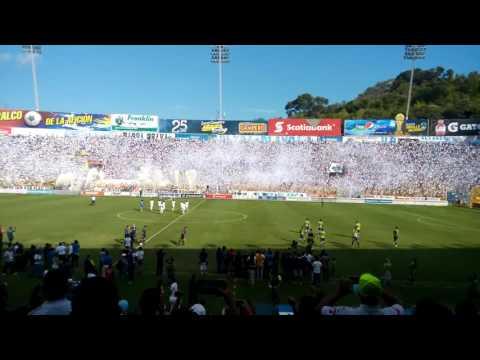 Entra de Alianza FC Final contra Santa Tecla - La Ultra Blanca y Barra Brava 96 - Alianza
