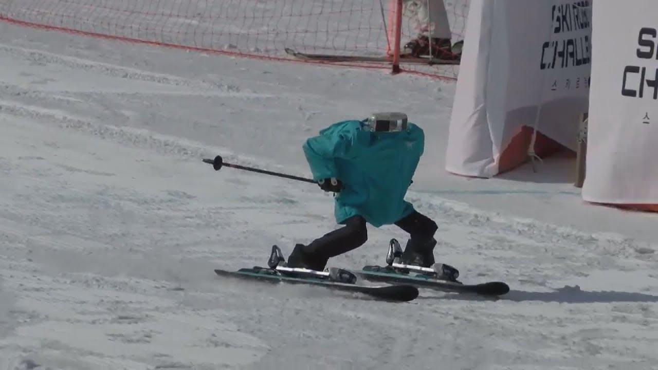 Ρομπότ σκιερ σε επίδειξη ικανοτήτων στο σλάλομ στην πρώτη πρόκληση ρομποτικού σκι στον κόσμο