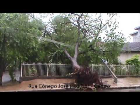 Tempestade provoca caos em Paiçandu e região em 03 de Outubro de 2013