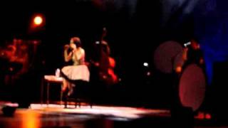 """Vídeo que gravei da música """"Estranho Jeito de Amar"""" ao vivo em Curitiba. Uma das únicas musicas, do tempo da dupla com o..."""