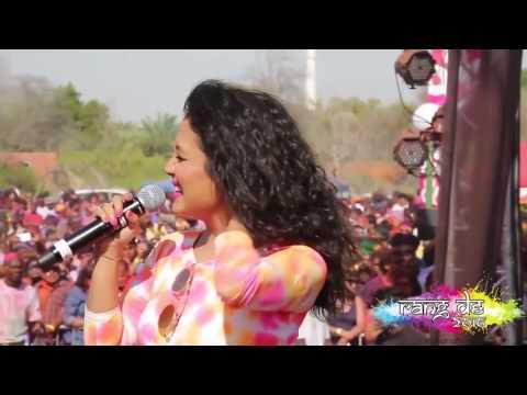 Neha Kakkar sings Dheere Dheere aao raja in Dubai