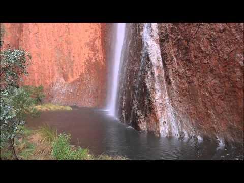 شلال جميل جدا في الصحراء الأسترالية