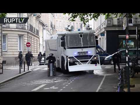 Anti-Macron rally: Water cannons deployed against protesters in Nantes (видео)