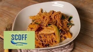 The Body Coach Joe Wicks shows you how to make peanut butter chicken noodles, both deliciousn and healthy. Full method & ingredients: http://bit.ly/2j3Twhp S...
