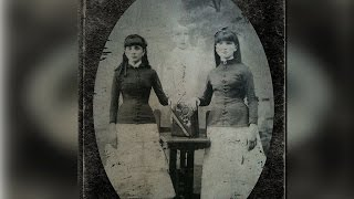 Video Vintage Family Portraits That Are Really Bizarre And Strange MP3, 3GP, MP4, WEBM, AVI, FLV April 2018