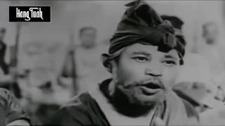 Pak Kamal (Mustarjo), Kesuma (Saadiah) dan Mak Intan (Habsah Buang) merupakan orang yang paling mula-mula memasuki...