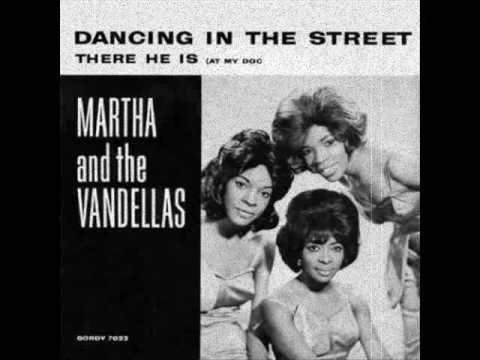 Tekst piosenki Martha & The Vandellas - Dancing In The Street po polsku