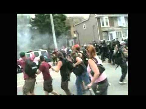 Toronto police fire tear gas on G20 protesters   Reuters.flv