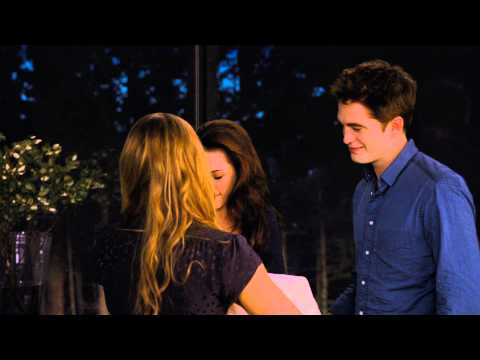 The Twilight Saga's Breaking Dawn Part II ('The Cullens Coach Vampire Bella' Preview)
