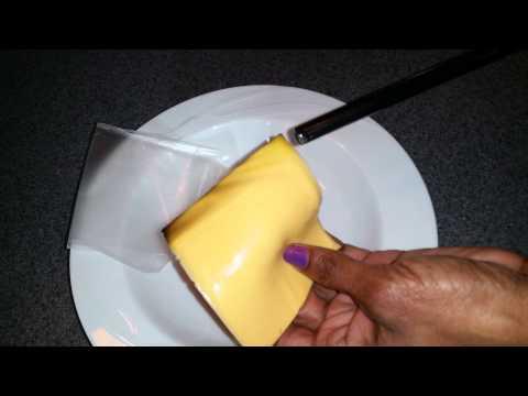 plastica o formaggio? cosa mangiamo ogni giorno?