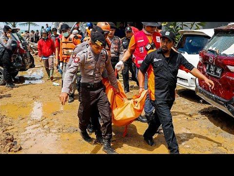 Iνδονησία: Μάχη για την ανεύρεση επιζώντων