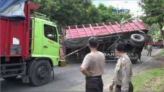 Truk Terguling & Melintang di Tengah Jalan
