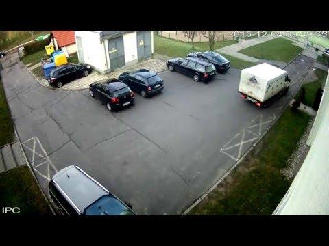 nauka-cofania-na-szkolnym-parkingu