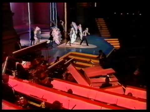 nijholt - GALA VAN DE EEUW 100 jaar koninklijk theater Carré AVRO, 14 december 1987 Willem Nijholt zingt en danst fragmenten uit de musical: