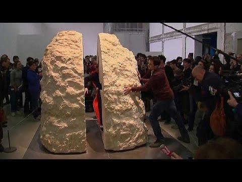 Γάλλος καλλιτέχνης θα περάσει μια εβδομάδα κλεισμένος σε ένα βράχο