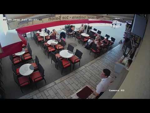 Polacy wrzucili robaki do jedzenia w chorwackiej restauracji