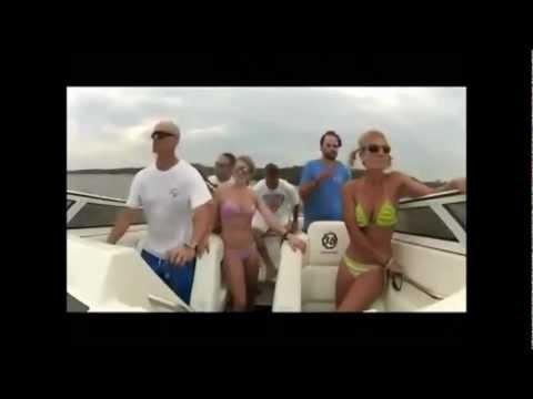 瘋狂遊艇在比基尼美女出遊碰到大浪,慢動作看美女性感又好笑!
