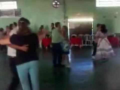 maria farnça e alesandro modesto dançando no clube do selito em matelandia p.r. brasil